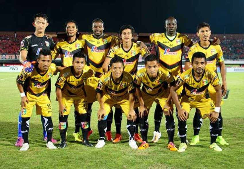 Mitra Kukar Football Team